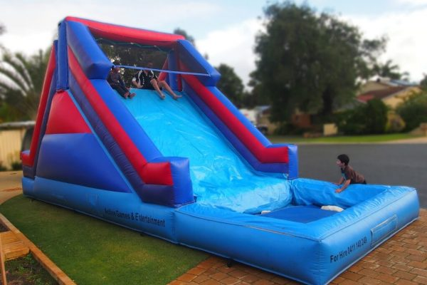 Children Playing on 8.5m Inflatable Water Slide